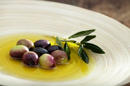 Make Sure It Lists the Types of Olives Used