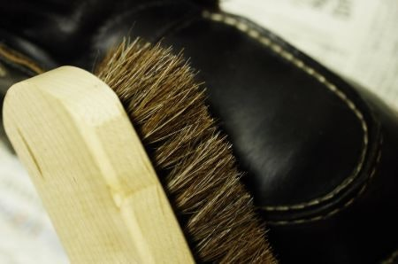 Check for Signs of Quality, Such as the Handle Material and Bristle Build