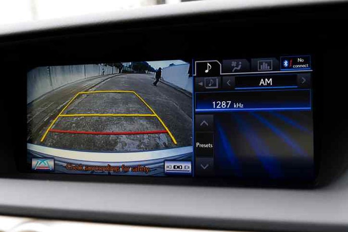 Parking Lines Provide Physical Guidance on Screen