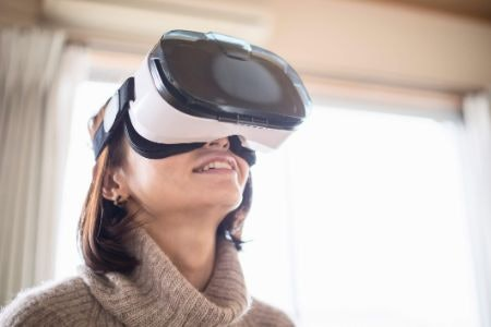 Smartphone Headsets Can Be a Cheap and Fun Way to Try VR