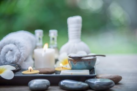 For the Bathroom – Use Clean Fragrances or Odour Neutralising Candles