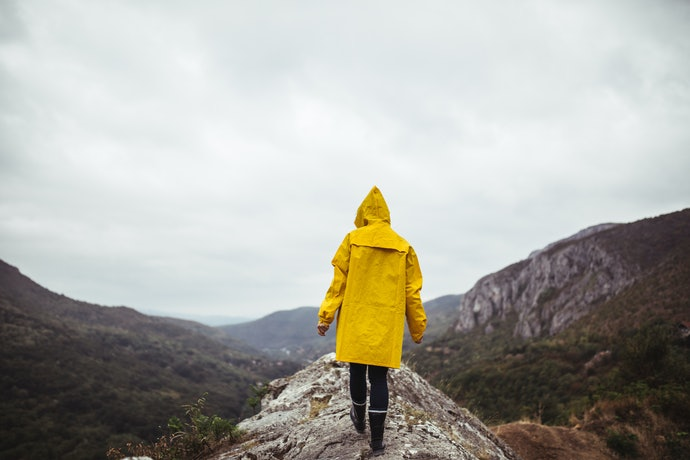 Get A Lightweight Rain Mac to Keep You Dry in Autumn and Spring