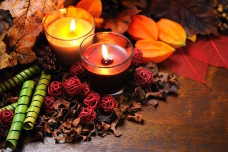Cosy Christmas or Tropical Summer? Match Your Candle to the Seasons