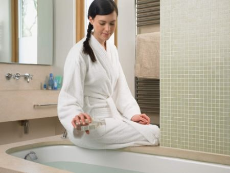 What Are Bath Oils and How Do You Use Them?