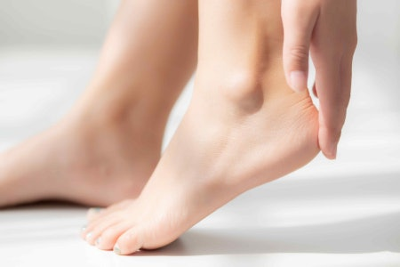 Choose Natural Ingredients Such as Colloidal Oatmeal, Vitamin E, Manuka Honey and Marshmallow Extract to Nourish Your Feet