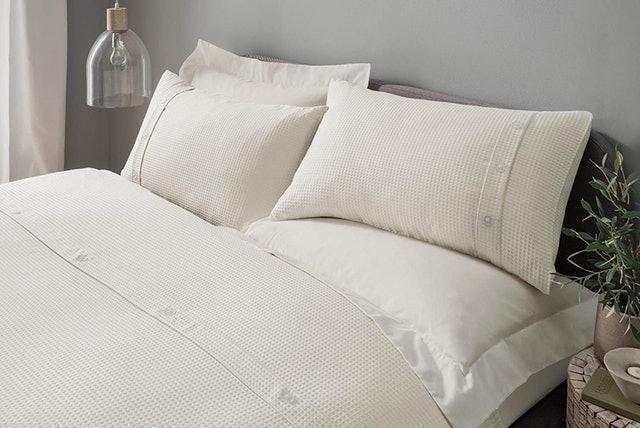 Sleepdown Waffle Bedding Set with Pillowcases - Cream 1
