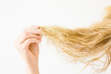Watch Out for Tough Chemicals Which Could Dry Out Your Hair
