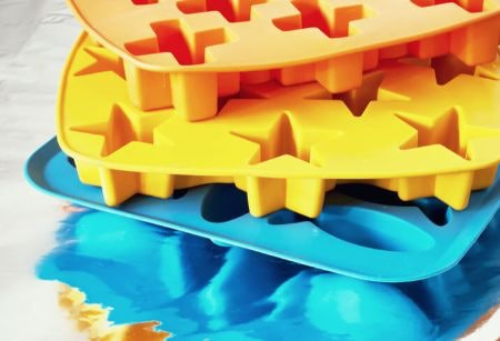Silicone Ice Cube Trays: Super Flexible and Long-Lasting, But May Affect the Flavour of Your Ice